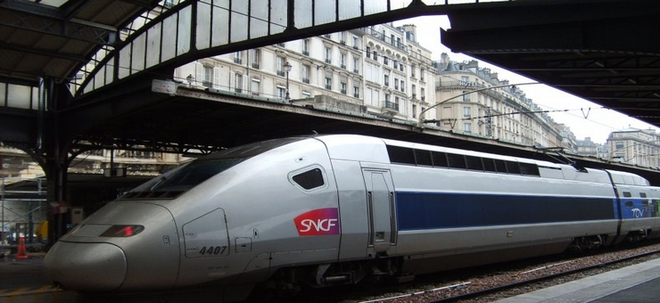 Einfahrt eines TGVs am Gare de l'Est